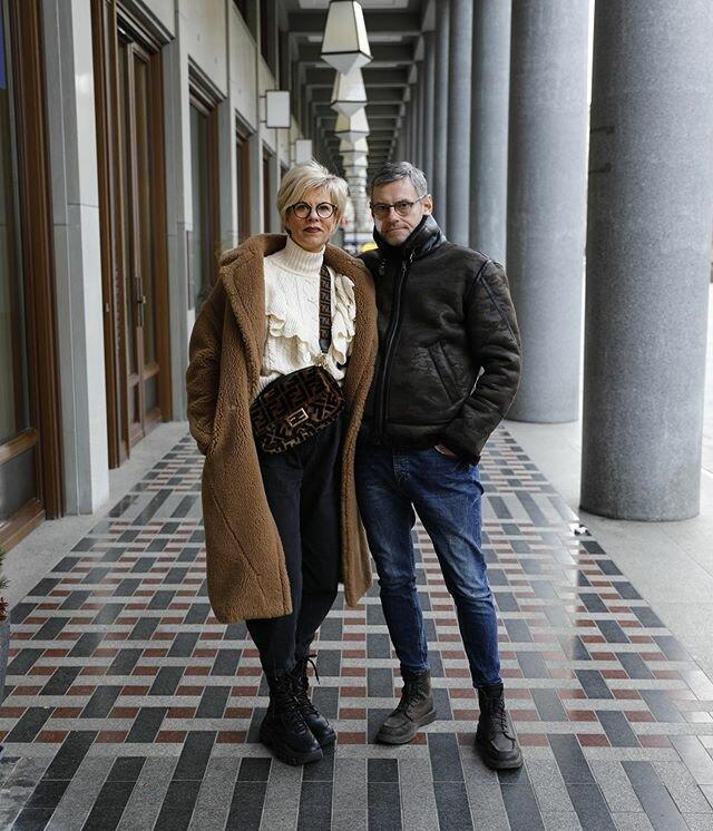 Стильные пенсионеры вышли на прогулку в музей