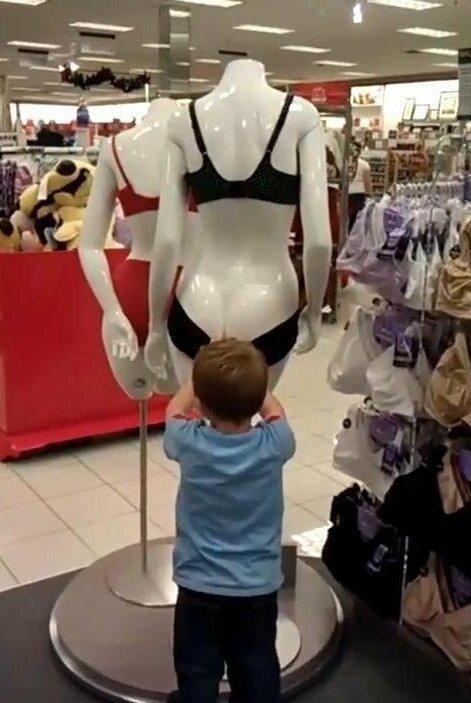 Улётная подборка о детках, которых взяли в супермаркет за покупками