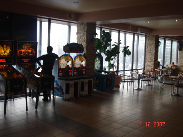 Игровые автоматы кинотеатра будапешт мини игры игровые автоматы лягушки