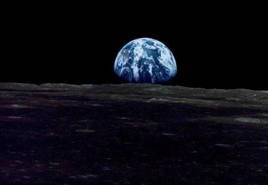 это  он - наш  континент (вид  с  Луны)