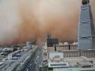 Песчаная буря в столице Саудовской Аравии.