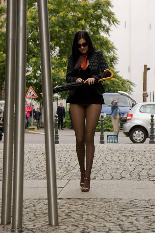Фото девушки в коротких юбках и колготках