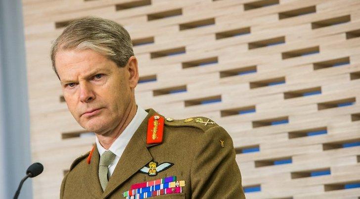 Строгий генерал НАТО приказа…