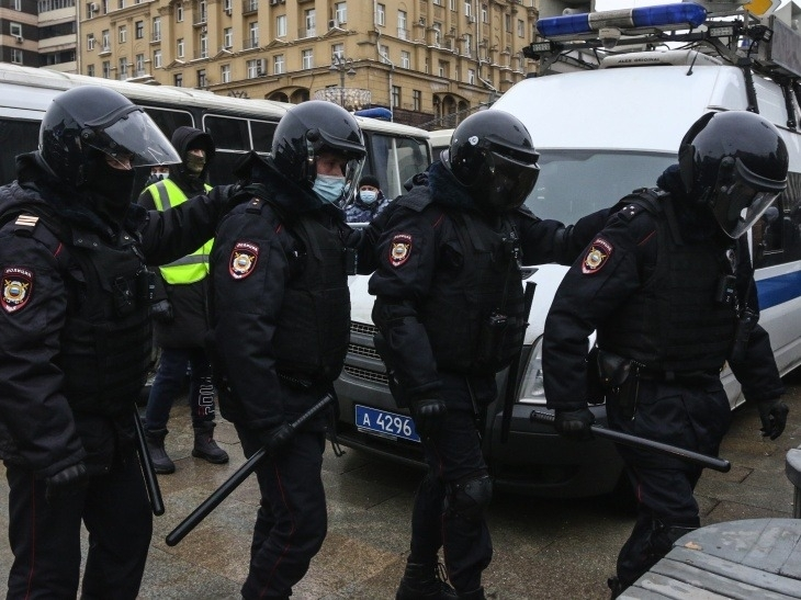 """Несовместимо с Конституцией"": Питерский омбудсмен поражен действиями полиции"