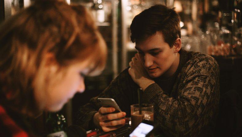 Секстинг: последствия для подростков и ошибки взрослых