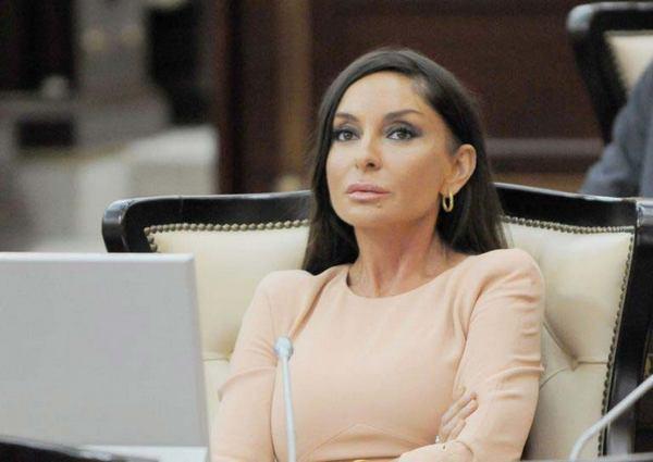 Первая леди Азербайджана затмила икону стиля Меланию Трамп. Только посмотрите на нее!