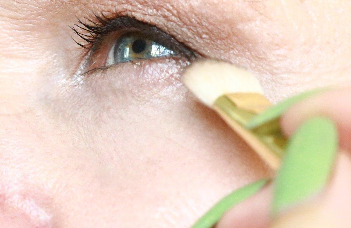 Простейший способ поправить макияж и не подчеркнуть морщины нужно, макияж, ватный, кисть, случае, после, больше, требуется, косметики, когото, только, этого, косметику, через, удаления, будет, влажный, чищеСильно, Многие, нежную