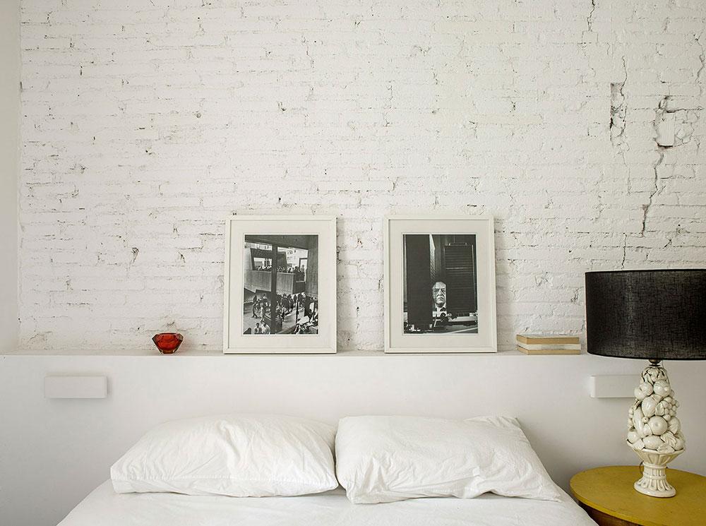 Белая квартира-студия с кирпичной стеной и антикварными креслами в Барселоне (60 кв. м) добавили, Сегодня, прекрасные, Современная, деревянная, кухня, натуральный, такой, желанной, теплоты, главное, всегда, деталях, стулья, классические, воздушности, купленные, местной, антикварной, лавке