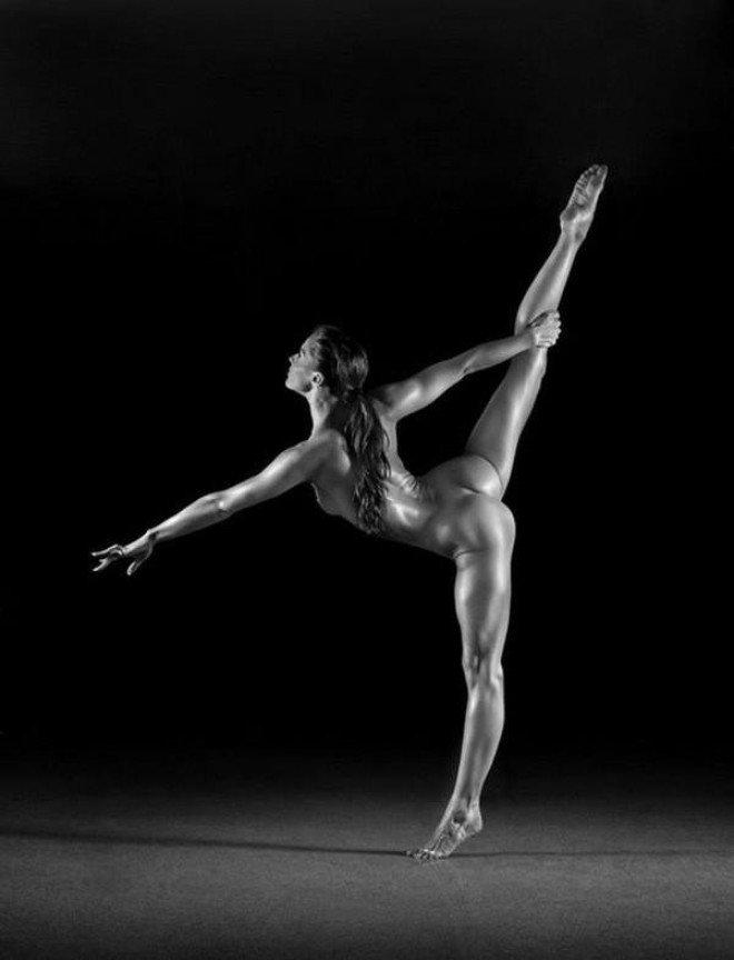 eroticheskaya-akrobatika-polnih-devushek