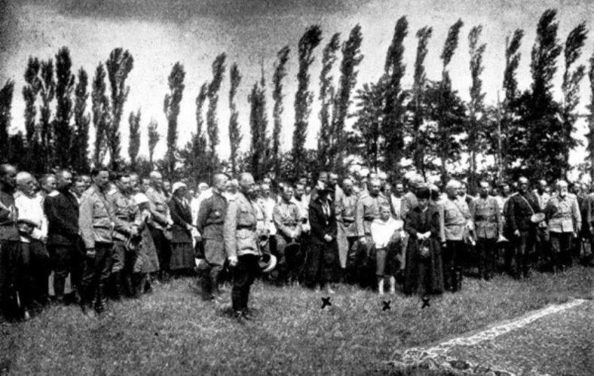 Мы, дети черных дней России, забыть не в силах ничего