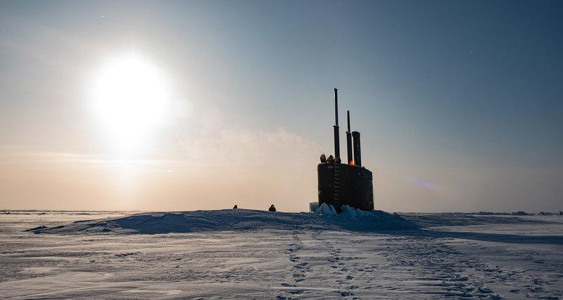 Американская подводная лодка всплыла в Арктике