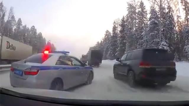 Владимирский губернатор Сипягин отказался извиниться за хамство инспектора из своего персонального конвоя.