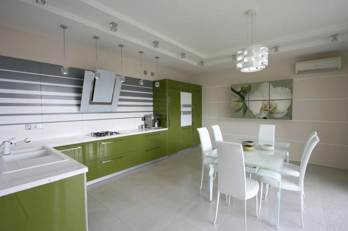 бежевые обои в интерьере кухни с зеленым гарнитуром
