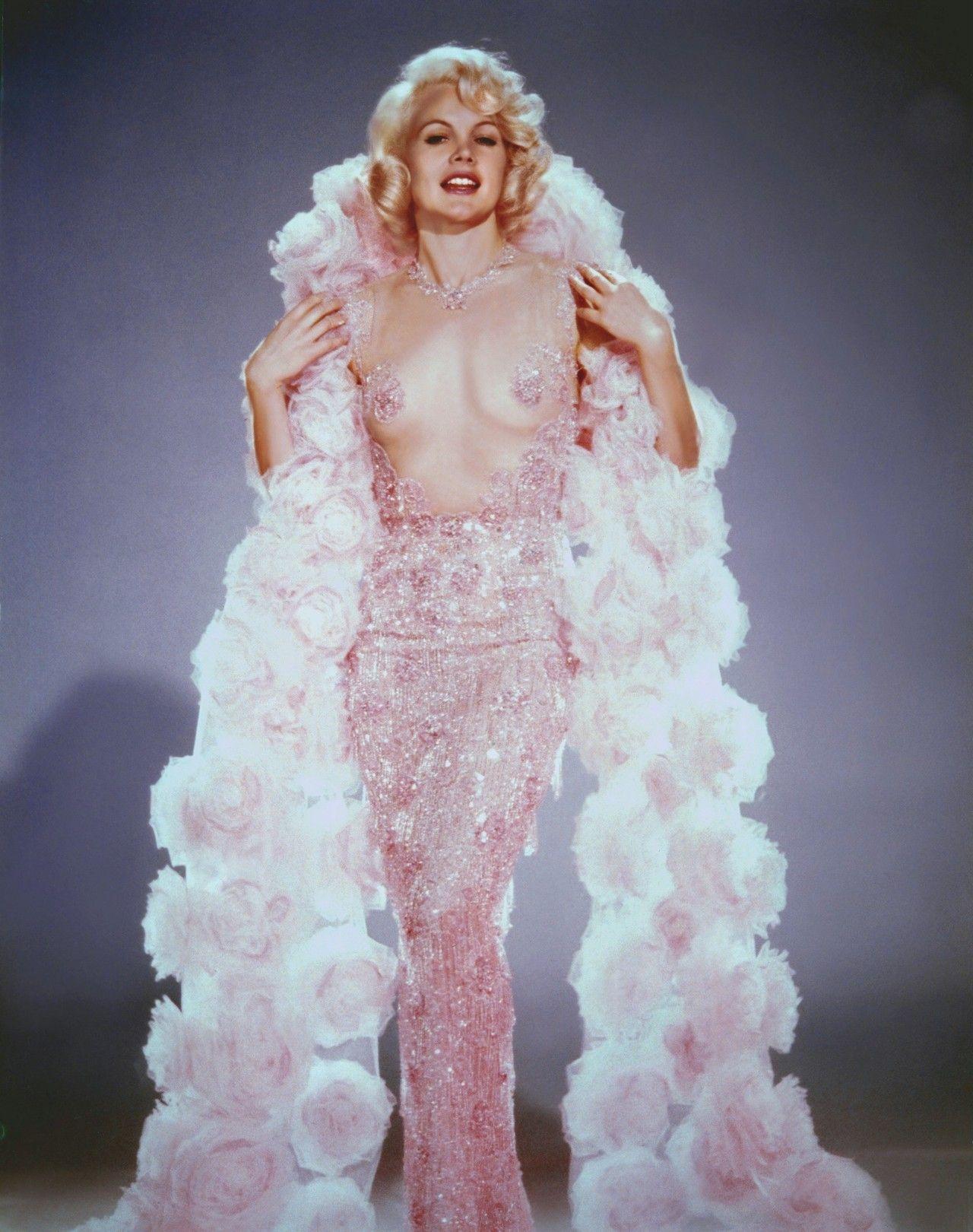 Красотка из 60-ых Кэрролл Бейкер