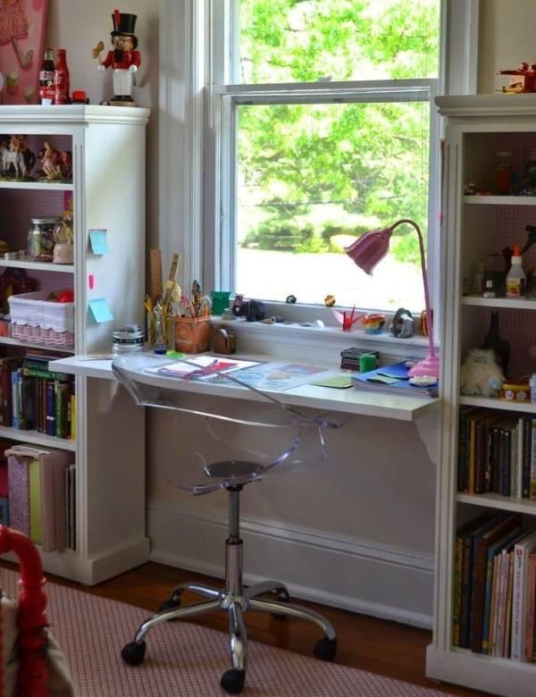 Столешница, переходящая в подоконник, в дизайне детской