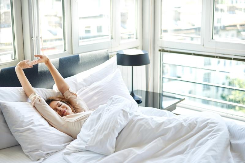 мастурбировала ленивая постель видео сэндвичи утром