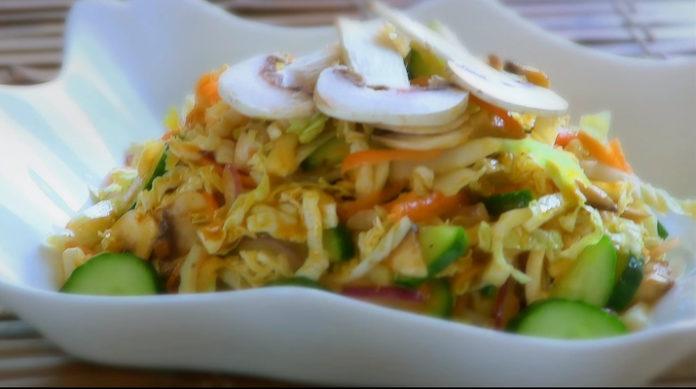 Изумительный салат с шампиньонами и капустой