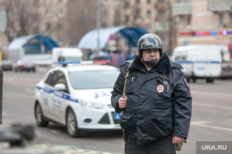 «Зарплата — 35 тысяч рублей. Полицейские мечтают свалить со службы»