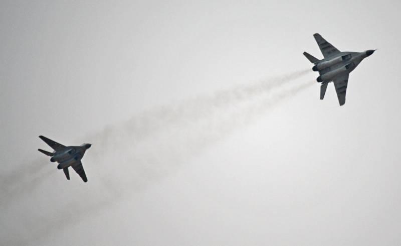 Пара МиГ-29 взяла под контроль небо над Сиртом: кадры из Ливии Новости
