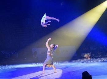Видео, как акробат рухнул с высоты во время выступления Цирка Запашного