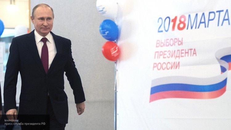 Экзит-поллы: Путин выигрывае…