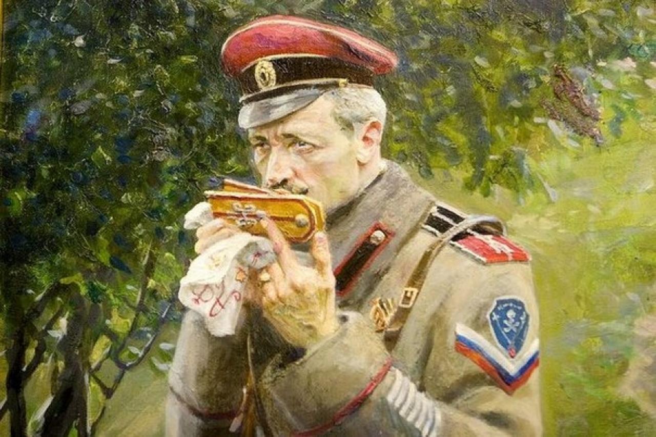 Поздравления генерал склонился над военной картой
