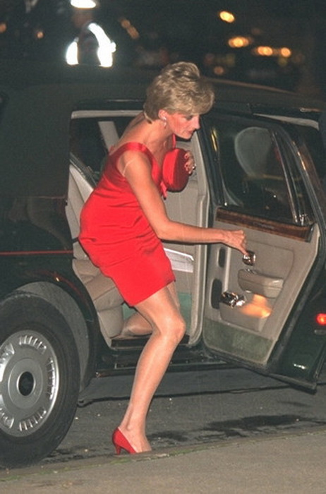Не протокола ради: Почему королевские особы ни за что не выйдут из дома без сумочки лучшее