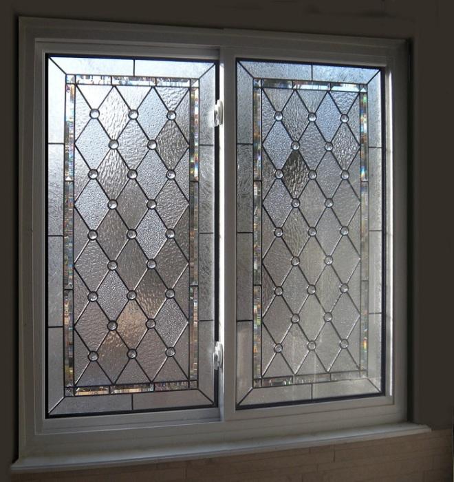 Текстурное стекло является непрозрачным. / Фото: la-luxury-homes.com