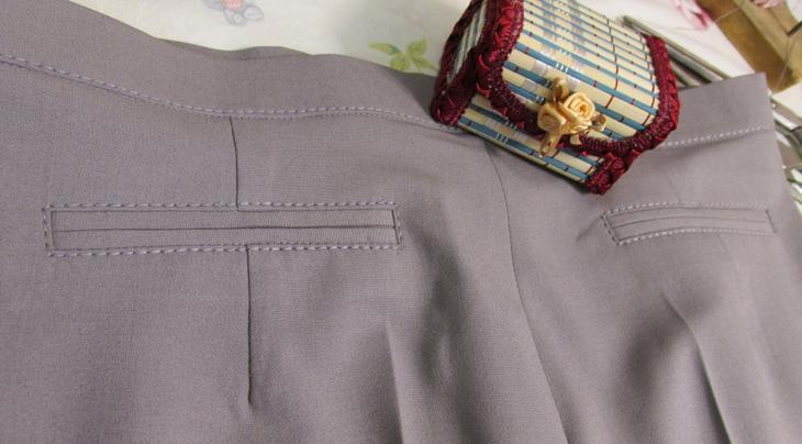 Готовые карманы на сшитых своими руками женских брюках, пример 5