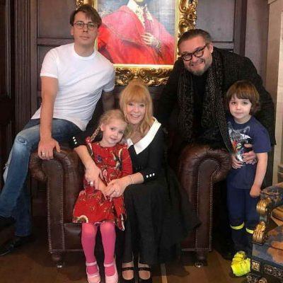 Почему поклонники заставили Максима  Галкина  удалить видео похода с детьми в театр звезда