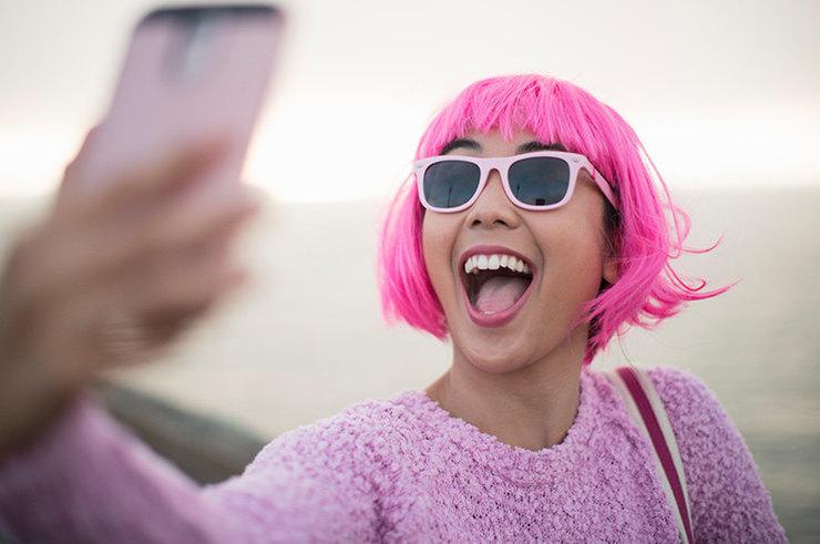 Нарциссизм на марше: почему социальные сети вредны для самооценки?