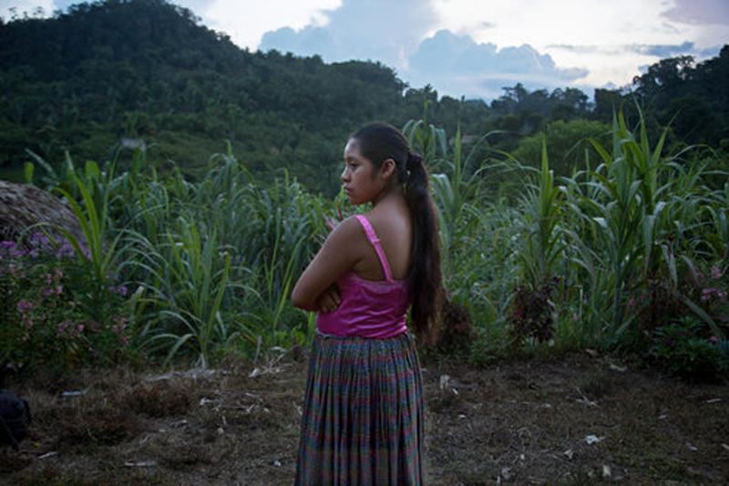 Дети с детьми на руках: 12 шокирующих фото молодых матерей из Гватемалы