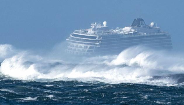 Круизный лайнер в сильный шторм: что происходит внутри лайнера и эмоции пассажиров большие волны,интересные факты,корабли,круизные лайнеры,круизы,океаны,пассажиры,путешествия,шторм