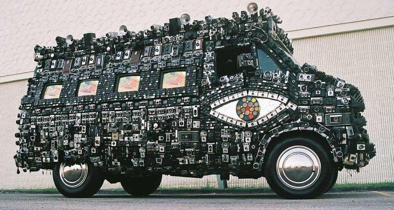 Camera Van: автомобиль из фотоаппаратов