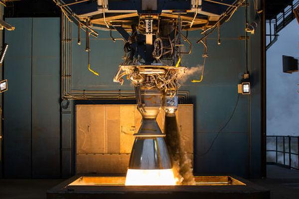 SpaceX испытала тяжелую ракету Falcon Heavy