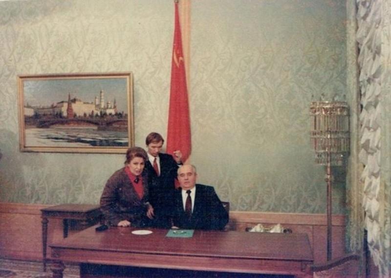 Михаил Горбачев готовится к прямому эфиру, в котором он сообщит о сложении с себя полномочий президента СССР, 25 декабря 1991 года, Москва история, картинки, фото