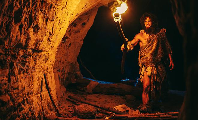 Ученые 2 года ходили по ночам в пещеру, пытаясь подтвердить теорию, что неандертальцы ловили птиц голыми руками