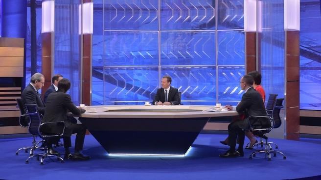 «Разговор с Дмитрием Медведевым» - 2017: «Деньги на выплату пенсий есть. Проблем не будет». Полный текст и видео