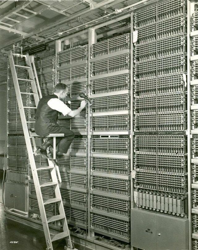 30. Так выглядело обслуживание техники на телефонной станции в Нью-Йорке, 1938 год интересно, исторические фото, история, ностальгия, фото