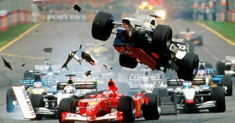 Страшная авария наФормуле-3…
