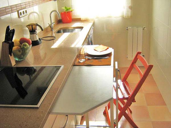Встроенный обеденный стол