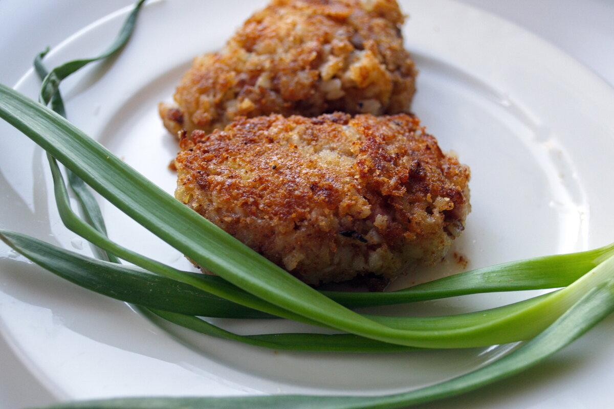 «Котлеты» из гречки, картофеля и лука.