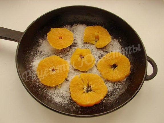 выкладываем кружки апельсина в форму