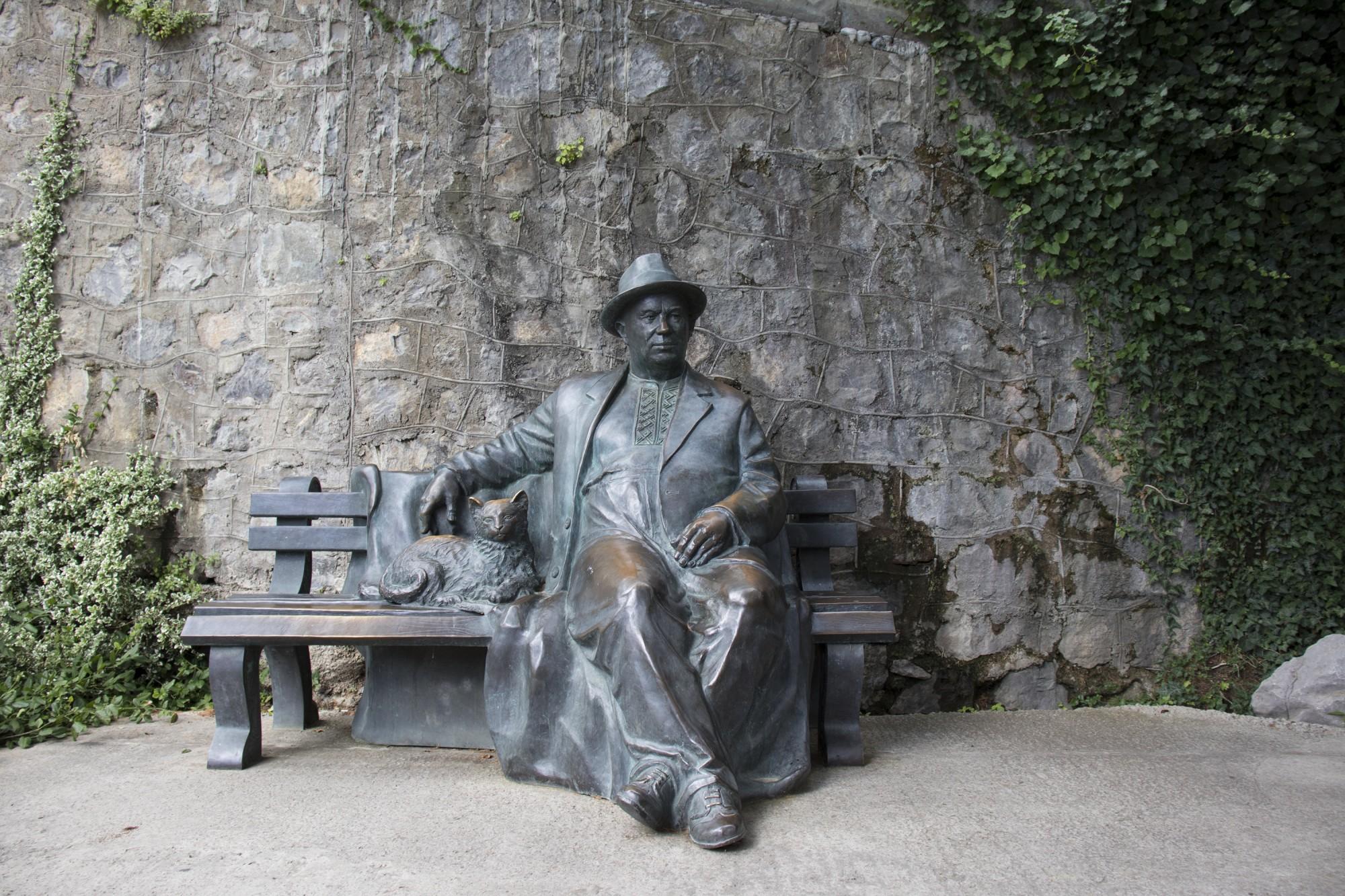 Почему у Хрущева в Крыму блестят колени