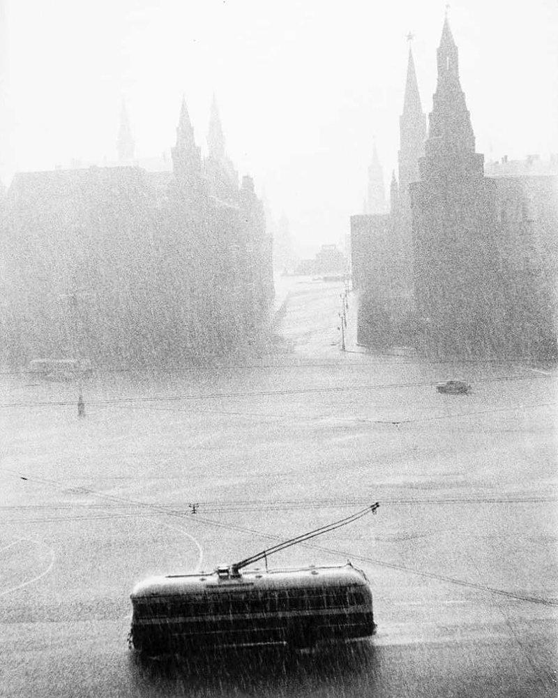 Ливень в Москве, СССР, 1956 год. история, классика, фото