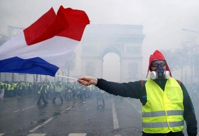 За что стоит парижский майдан?