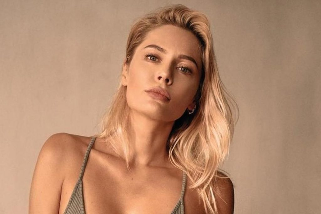 «Моложе, чем в сериале «Татьянин день»»: Наталья Рудова удивила поклонников снимком без макияжа