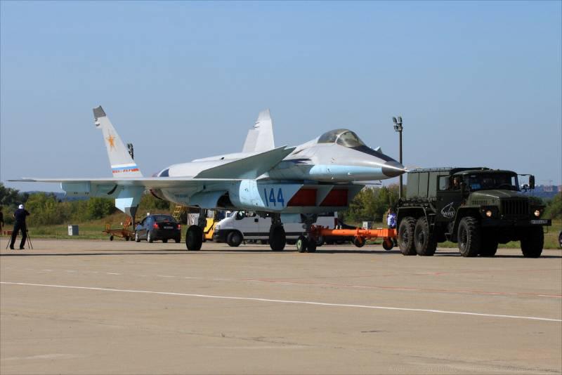 Гибрид «Су» и «МиГа»: каким будет российский истребитель шестого поколения ввс