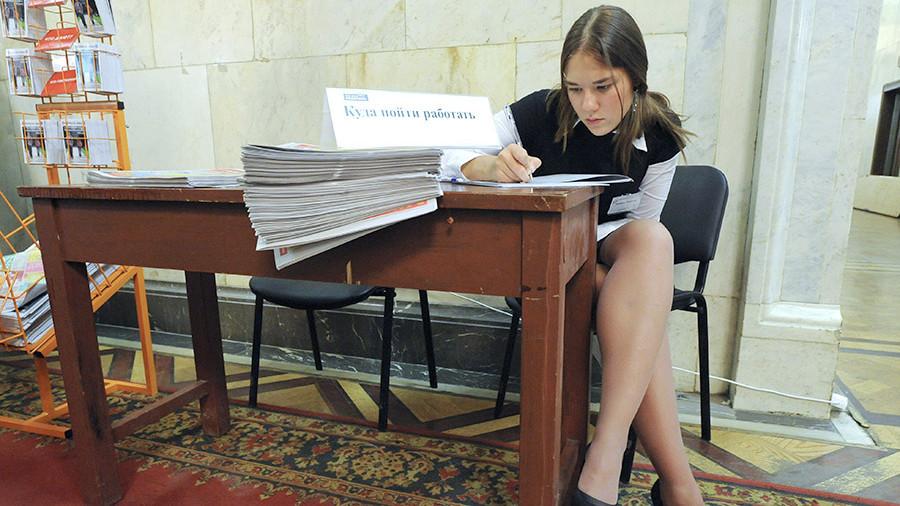 Половина студентов совмещает учебу с работой