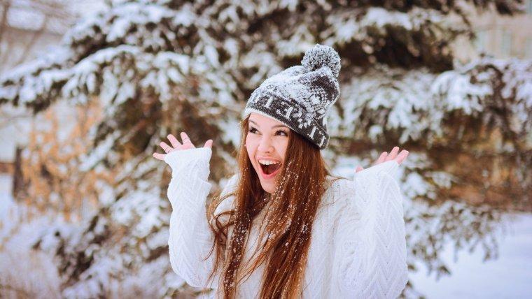 Девушки в зимнем лесу (47 фото)